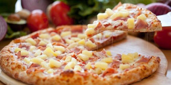 Skąd się wzięła nazwa pizza?